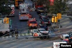 عکسی از صحنه حادثه تروریستی روز سه شنبه در منهتن نیویورک. مهاجم با این خودرو به مردم حمله کرد.