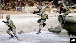 Quân đội Mỹ và Philippines diễn tập quân sự Balikatan tại miền nam Philippines năm 2014.