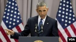 Presiden AS Barack Obama berbicara mengenai perjanjian nuklir dengan Iran di American University di Washington (5/8). (AP/Carolyn Kaster)
