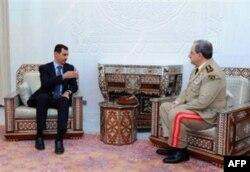 Suriya prezidenti Bashar al-Assad yangi Mudofaa vaziri Daud Rajaga ko'rsatma bermoqda