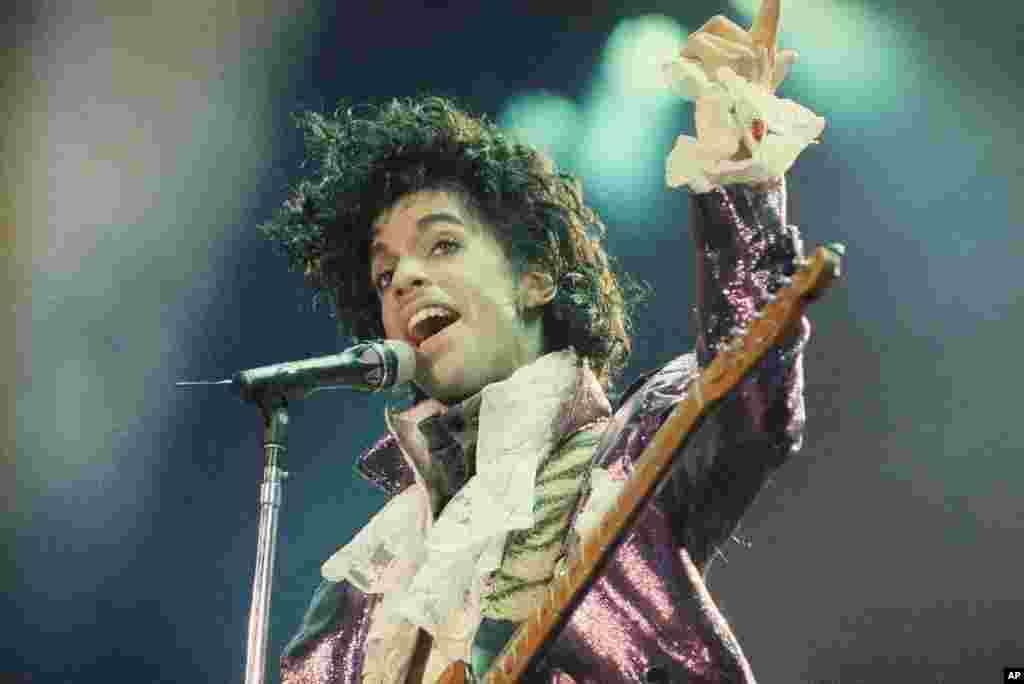 Prince na koncertu u Forumu, u Inglewoodu, u Kaliforniji, 18. februara 1985.