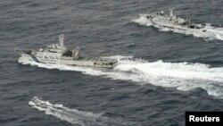 Kapal-kapal China berada di sekitar pulau-pulau Senkaku yang dikuasai Jepang, namun juga diklaim oleh China (foto: dok).