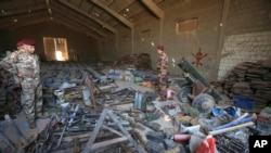 Les forces armées irakiennes ont réuni les munitions et les armes appartenant au groupe jihadiste Etat islamique (EI) trouvées à Fallouja, 65 kilomètres à l'ouest de Bagdad, Irak, le 4 septembre 2016.