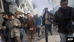 Tunisda korrupsiya va ishsizlikdan norozi xalq isyon ko'targach, sobiq rahbar va uning oilasi o'tgan juma Saudiya Arabistoniga qochgan. G'alayonda o'nlab odam o'lgani ma'lum.