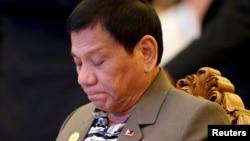 Presiden Filipina Rodrigo Duterte menghadiri acara makan malam penyambutan pada KTT ASEAN di Vientiane, Laos (6/9). (Reuters/Soe Zeya Tun)