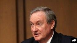 Голова Банківського комітету Сенату сенатор-республіканець Майк Крепо