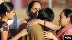 미국 시크 사원 총격 사건 희생자의 유가족들.