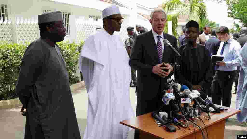 Shugaban Kasar Najeriya Mai Jiran Gado Muhammadu Buhari da Tsohon Faras MInistan Birtaniya Tony Blair, Mayu 13, 2015.