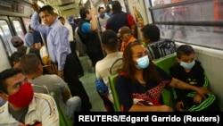 Putnici podzemne železnice u Meksiko sitiju, ilustrativna fotografija (Foto: REUTERS/Edgard Garrido)