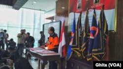 Kepala Pusat Data, Informasi dan Hubungan Masyarakat Badan Nasional Penanggulangan Bencana (BNPB) Sutopo Purwo Nugroho, melakukan jumpa pers terkait bencana gempa bumi dan tsunami di Palu dan Donggala. di Graha BNPB, Utan Kayu, Jakarta Timur, Sabtu (29/9)