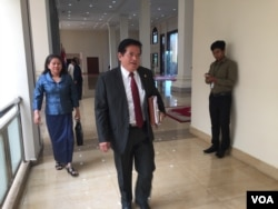 Yem Ponhearith, spokesman for the Cambodia National Rescue Party (CNRP) attended the meeting of the permanent committee of the parliament held on September 28, 2016. (Hul Reaksmey/VOA Khmer)