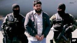 """Foto de archivo de 2008 de Alfredo Beltrán Leyva, conocido como """"El Mochomo"""", luego de su arresto. Fe condenado a cadena perpetua en EE.UU."""