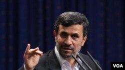 Presiden Iran Mahmoud Ahmadinejad melakukan pengurangan jumlah menteri di kabinetnya.