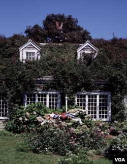 A lovely and inviting Nantucket cottage. (Carol M. Highsmith)