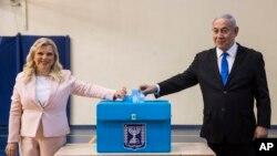 La justicia israelí acusa al primer ministro y su esposa de recibir regalos millonarios a cambio de favores.
