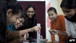 Một trong những mục tiêu của trường là đào tạo phụ nữ châu Á để họ trở thành các nhà lãnh đạo năng động trong tương lai.