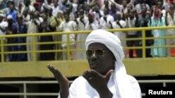 Warga Muslim Mali menggelar doa untuk perdamaian dan rekonsiliasi pemerintahan negara tersebut di Stadion 26 Maret, Bamako, Mali (12/8).