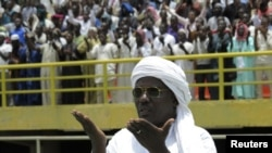 Muslims pray for peace during a rally at the March 26 stadium in Bamako, Mali August 12, 2012.