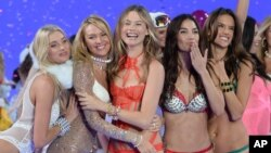 Elsa Hosk, from left, Candice Swanepoel, Behati Prinsloo, Lily Aldridge and Alessandra Ambrosio walk the runway during the Victoria's Secret Fashion Show at the Lexington Armory on Nov. 10, 2015, in New York.