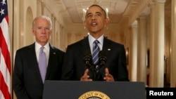美国总统奥巴马(右)和副总统(左)对伊朗核协议发表讲话(2015年7月14日)。