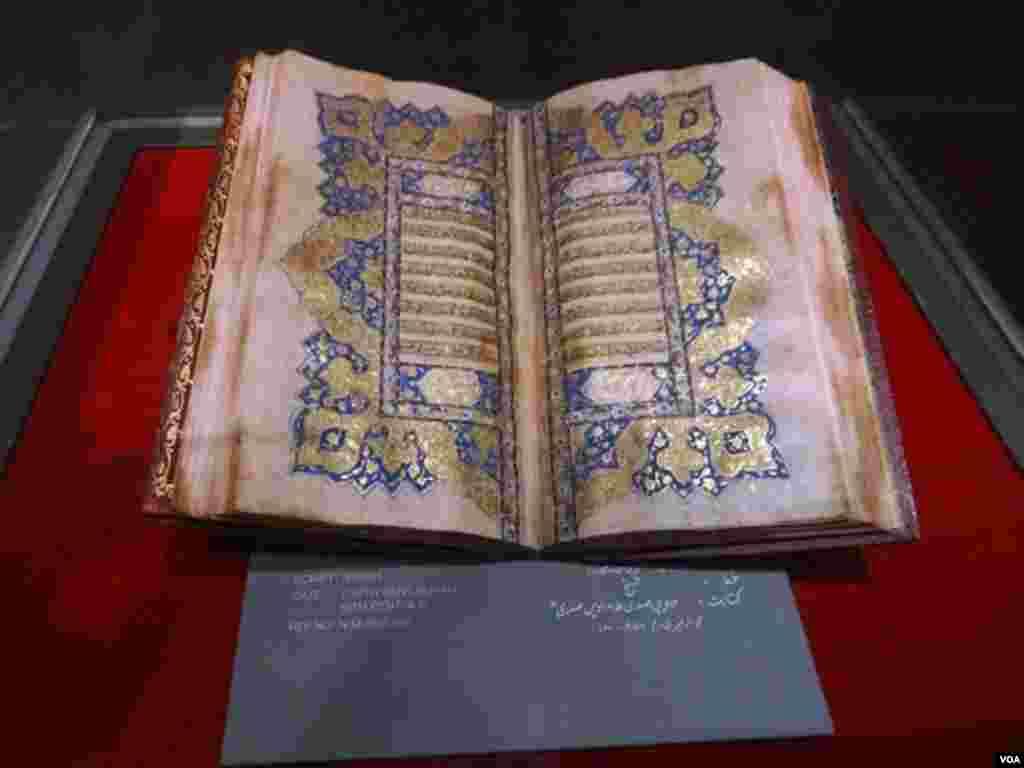 کراچی کے نیشنل میوزیم میں ایک حصہ قرآن گیلری کیلئے مختص ہے جہاں 5ویں صدی کے قرآنی نسخے رکھے گئے ہیں۔ ان میں مغلیہ دور سمیت دیگر ادوار کے300 کے لگ بھگ نایاب قرآنی نسخے شامل ہیں۔