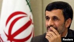 El presidente de Irán, Mahmoud Ahmadinejad, sostiene que se trata de un programa nuclear con fines pacíficos.