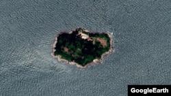 한반도 서해 함박도를 지난해 7월 촬영한 '구글어스' 위성사진. 북한 시설물이 세워져있다.