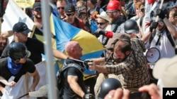 درگیری برتری طلبان سفیدپوست با مخالفان نژادپرستی در شارلوتسویل ویرجینیا