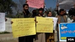 په پاکستان کې د پښتنو فعالان د ډیر وخت راهسې غوښتنه کوي چې پښتو دې د تعلیم، روزگار او یوه قامي ژبه هم وټاکل شي