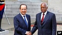 José Eduardo dos Santos(esquerda) com François Hollande (Arquivo)