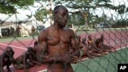 Membros de milícias pro-Gbagbo presos pelas Forças Republicanas da Costa do Marfim