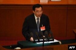 中国全国人大副委员长王晨在北京人大会堂举行的全国人大年度会议开幕式上讲话。(2021年3月5日)
