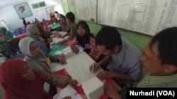 Kegiatan pemberdayaan perempuan di LSM Sahabat Perempuan Magelang, Jawa Tengah (Foto: VOA/Nurhadi)