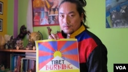 Tibetan activist, artist and musician Tamding Tsetan's first album, Open Road, was inspired by the 2008 Lhasa uprising and the wave of Tibetan self-immolations since 2009, Dharamsala, India. (VOA/I. Broadhead)