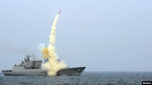Janubiy Koreya qo'shni Shimoliy Koreyani urishga qodir yangi raketasini ko'z-ko'z qilgan.