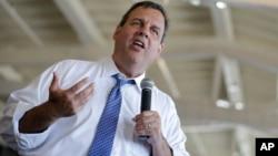 Gubernur New Jersey Chris Christie mengijinkan seorang perawat menjalani karantina 21 hari di rumah (foto: dok).