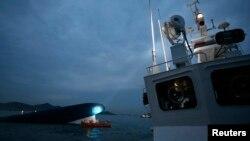 """Kapal feri Korea Selatan """"Sewol"""" tenggelam di lepas pantai Jindo (16/4)."""