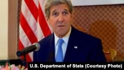 Le sécrétaire d'État américain John Kerry donne une conférence de presse à Ulaanbataar, Mongolie, le 5 juin 2016.
