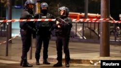 Des policiers français à Paris, France, 2 décembre 2016.