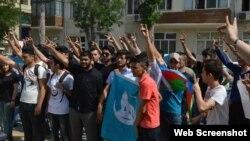 Çin səfirliyi qarşısında etiraz aksiyası (Foto Milliyyətçi Gənclər Təşkilatının Facebook səhifəsindəndir)