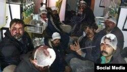 گروهی از درویشان گنابادی کتک خورده و بازداشت شده در حوادث خیابان گلستان هفتم پاسداران تهران