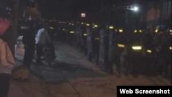 Cảnh sát cơ động có mặt từ sáng sớm ngày 09-01-2020. Photo Dong Tam TV.