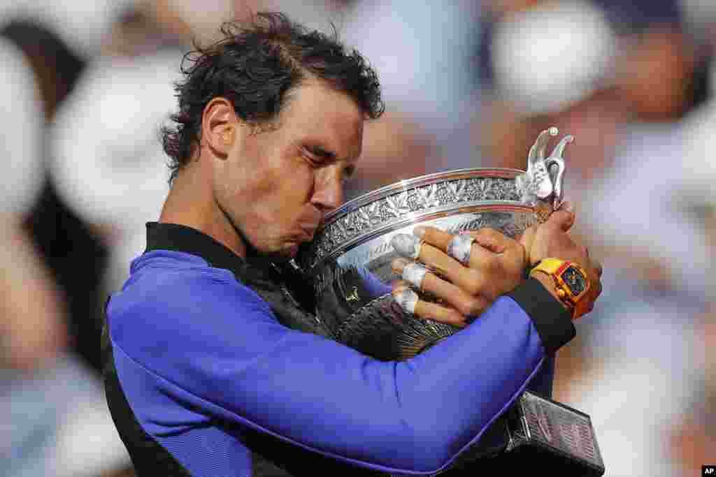 دهمین قهرمانی رافائل نادالدر تنیس آزاد فرانسه.