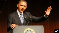 El presidente Obama habla en la Biblioteca Presidencial Lyndon Johnson, con motivo del 50 aniversario de la ley de los derechos civiles.