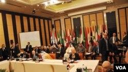 Hasil Rapat Anggota Liga Arab di Kairo, Mesir, memutuskan untuk menambah jumlah pemantau ke Suriah (8/1).