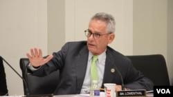 Dân biểu liên bang Hoa Kỳ, Alan Lowenthal (Dân chủ-bang California)