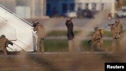 Dua pembajak pesawat Libya 'Afriqiyah Airways' menyerah di bandara Malta hari Jumat (23/12).