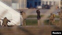 လစ္ဗ်ားေလယာဥ္ျပန္ေပးဆဲြသူ ၂ ဦးလက္နက္ခ် (ဒီဇင္ဘာ ၂၃)