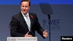 2013年10月29日英國首相卡梅倫在倫敦世界伊斯蘭經濟論壇