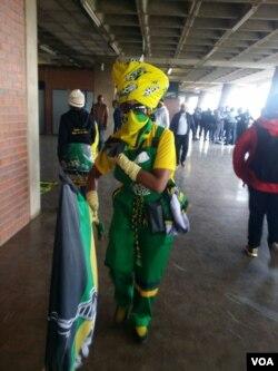 Abantu abasesikhumbuzweni sikamuyi uNkosikazi Winnie Madikizela Mandela.